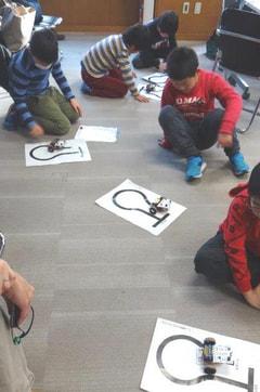 ユネスコ理数教室「ロボットをつくろう」